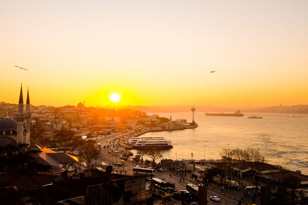 The best sunsets are from Üsküdar! (photo source: istanbulife.com)